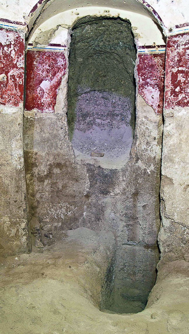 The niche opposite the tapered shaft