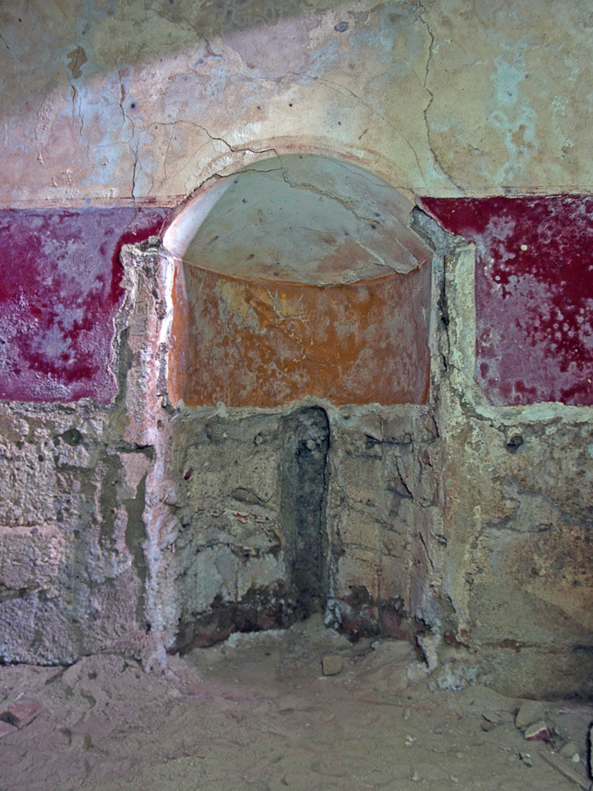 The niche opposing the entrance door